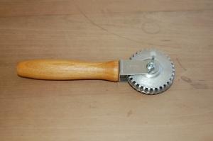 Ravioli slicer/sealer